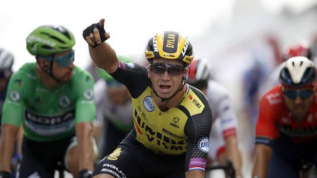 Nizozemský cyklista Dylan Groenewegen vyhrál závěrečný spurt nejdelší etapy letošní Tour de France.