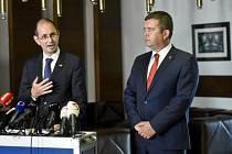 Zleva velvyslanec Německa v ČR uvězněných Christoph Israng a ministr zahraničních věcí Jan Hamáček