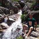 Tachovský fotbalista Michal Folejtar u vodopádů poblíž španělského Allarizu. Teď ale řeší jiné starosti, jeho tým nepřihlásil divizi ani žádnou krajskou soutěž a tak si musí hledat nové angažmá.