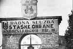 Brána koncentračního tábora Jasenovac, který vznikl za druhé světové války na území tzv. Nezávislého chorvatského státu