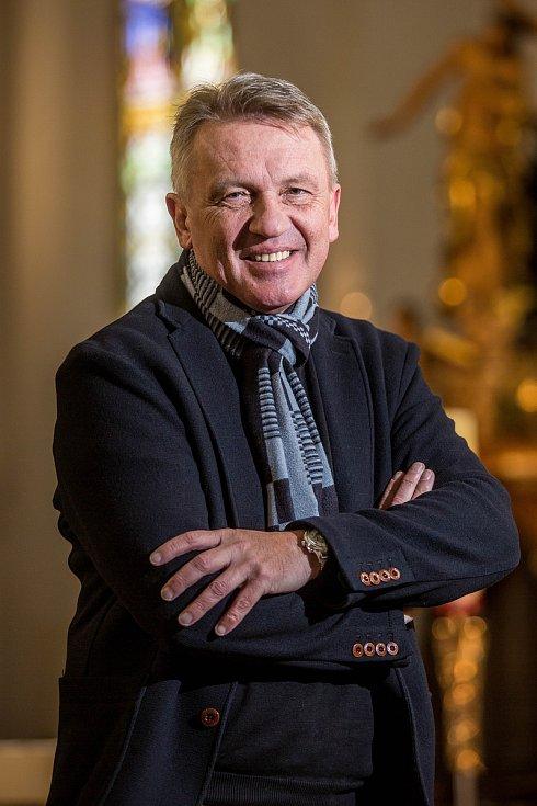 Farář Zbigniew Czendlik.