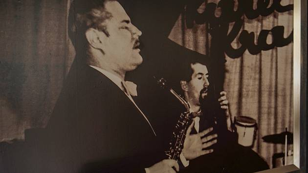 Průkopník jazzu u nás Karel Krautgartner (1922-1982), dirigent, jeden z nejlepších československých saxofonistů 20. století. Pocházel z jihomoravského Mikulova.