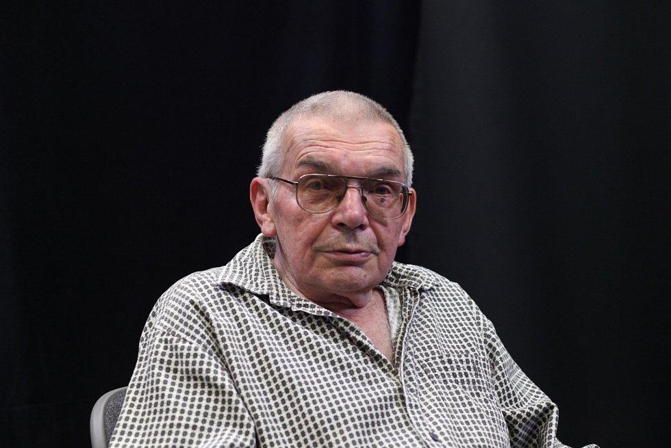 Miroslav Jeník při natáčení pro Paměť národa v červen 2020.