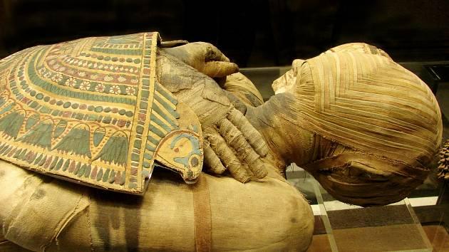 Mumifikaci považovali staří Egypťané za posvátné umění, jehož znalost si mezi sebou ústně předávalo jen několik odborníků.