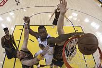 Basketbalisté Golden State si přiblížili triumf v NBA