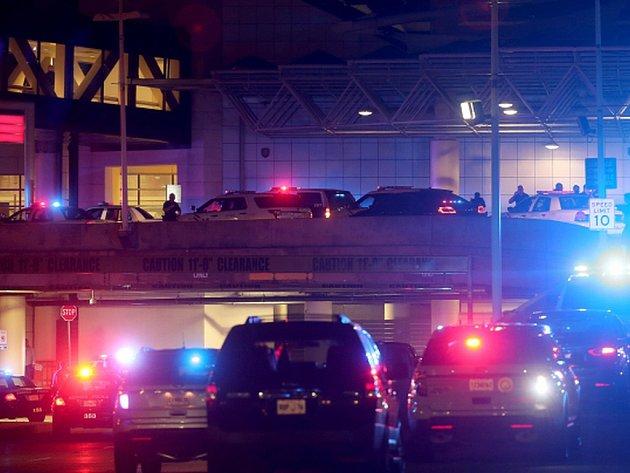 Na mezinárodním letišti Louise Armstronga v New Orleans se v pátek večer střílelo.