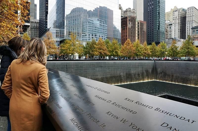 V místech, kde kdysi stávala newyorská Dvojčata je nyní památník.