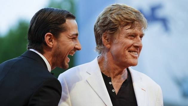 HVĚZDY. Herec a režisér Robert Redford a Shia LeBeouf přivezli film The Company You Keep.