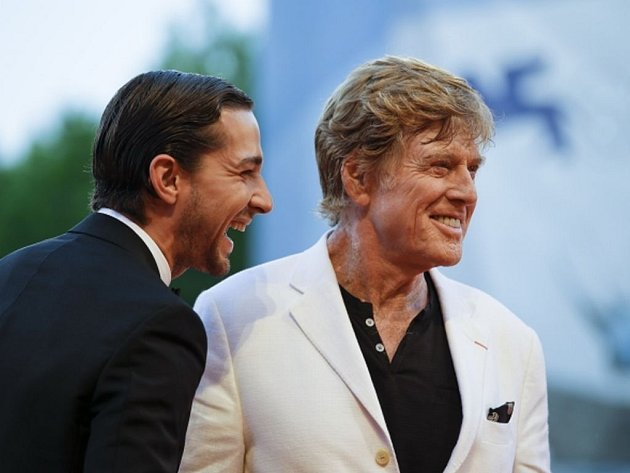 HVĚZDY. Herec a režisér Robert Redford a Shia LeBeouf přivezli film The Company You Keep.