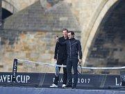 Roger Federer (vpravo) a Tomáš Berdych na lodi poblíž Karlova mostu v Praze.