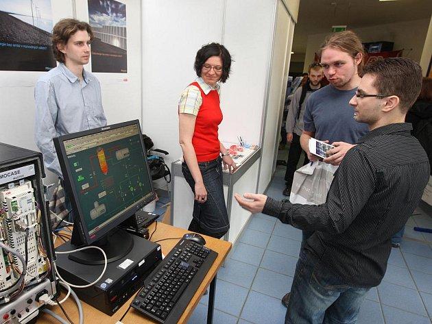 Na půdě Fakulty elektrotechnické Západočeské univerzity v Plzni se opět konal veletrh pracovních příležitostí pro studenty vysokých škol.