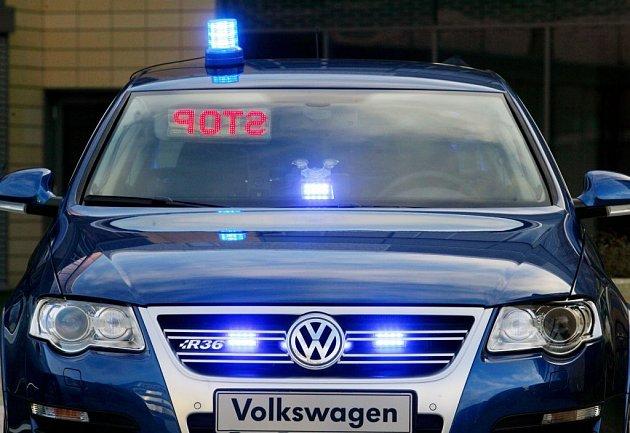 Nápis STOP budou unikající řidiči v zrcátku dobře vidět