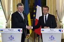 Petro Porošenko se v Paříži setkal s francouzským prezidentem Emmanuelem Macronem.