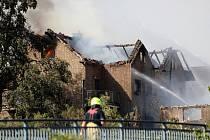 Požár u trati v Německu zachvátil několik domů.