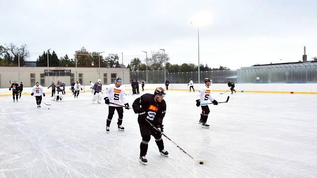 Hokejisté pražské Sparty trénují v Dobříši.