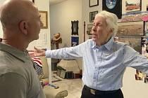 Jeff Bezos a Wally Funková