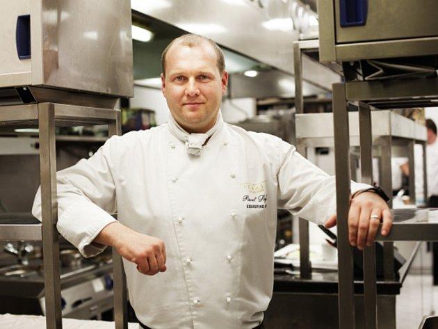 Vítězem letošního ročníku celostátní veřejné ankety Maurerova gastronomického průvodce je restaurace Terasa U Zlaté studně s šéfkuchařem Pavlem Sapíkem.
