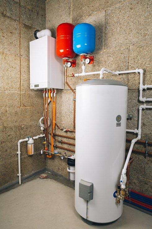 Nezávislý systém vytápění v kotelně.