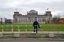 Policista před německým parlamentem