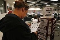Zprostředkovatelna práce v Los Angeles. Nezaměstnanost v Kalifornii vzrostla na 9,3 procenta, což je nejvíc za 14 let. Průměr v USA je 7,2 procenta.