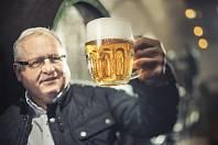 VÁCLAV BERKA, emeritní vrchní sládek Plzeňského Prazdroje, předseda poroty soutěže Pilsner Urquell Master Bartender.
