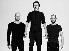 WhoMadeWho, tak se jmenuje trojice, která jako jedna z mála dánských kapel dokázala prorazit i za hranicemi svojí země. Tvoří ji (zleva) bubeník a producent Tomas Barfod, jazzový kytarista Jeppe Kjellberg a zpěvák a basák Tomas Høffding.