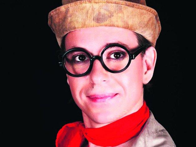 DIVADELNÍ REVIVAL. David Šír jako Felix Holzmann.