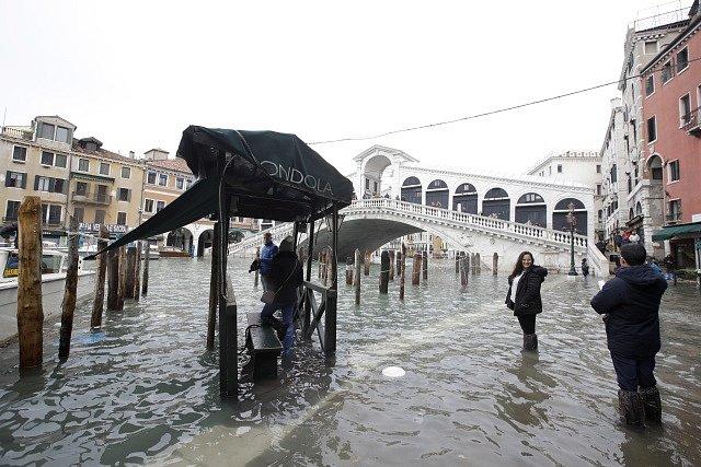 Benátky postihly nejhorší záplavy za půlstoletí.