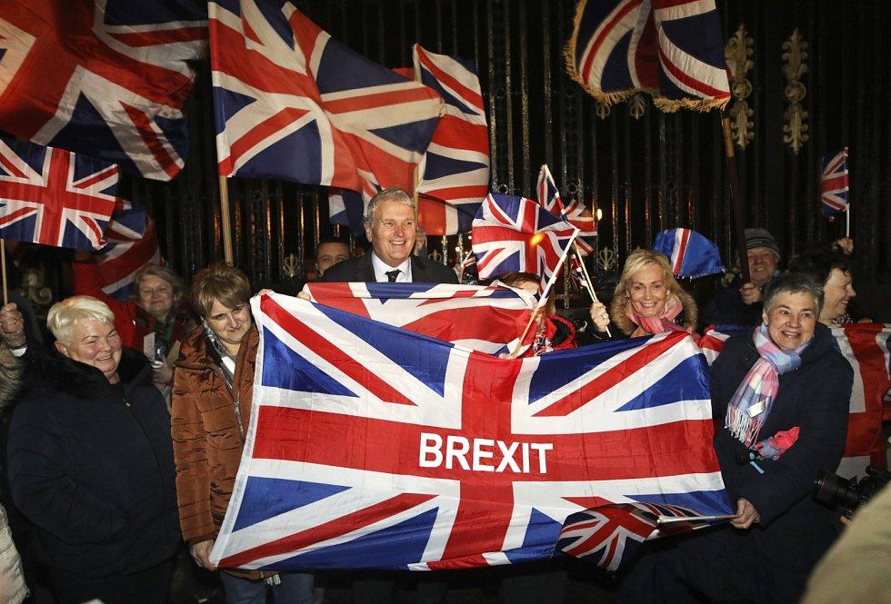 Britové se odchodu z EU dočkali více než tři roky po skončení referenda.