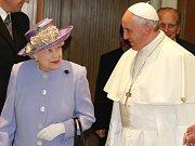 Královna Alžběta a papež František