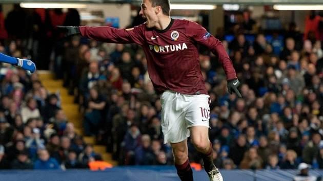 Kanonýr Sparty David Lafata se raduje z gólu proti Chelsea.