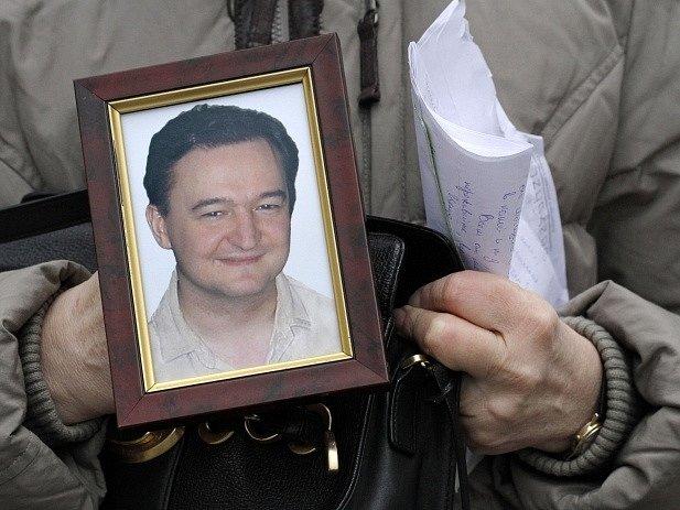 Fotografie s portrétem právníka Magnitského
