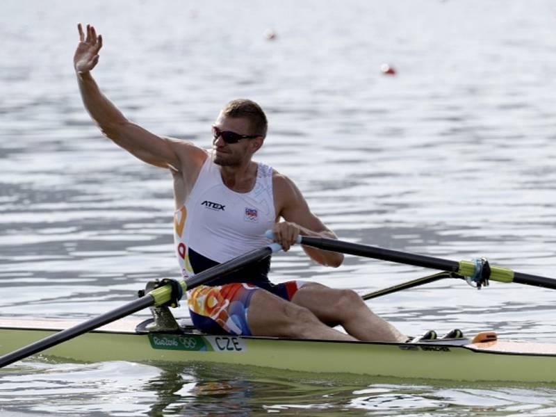 Skifař Ondřej Synek se raduje z vyhrané rozjížďky v Riu.