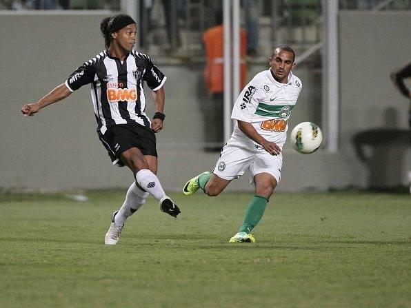 Brazislký střelec Ronaldinho ze svého umění nic nezapomněl.