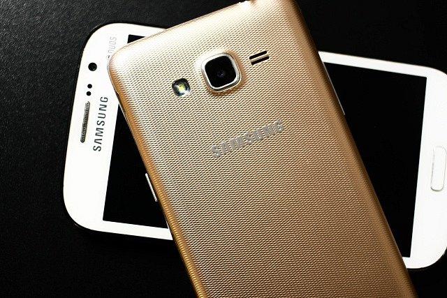 Mobilní telefony značky Samsung. Ilustrační foto.