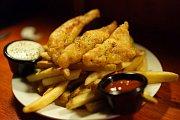 Populární pokrm fish and chips, aneb smažená ryba s hranolky