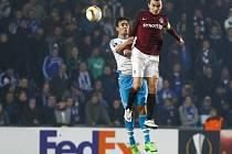 David Lafata ze Sparty (vpravo) proti Schalke.