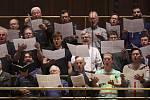V historické budově Českého rozhlasu na pražských Vinohradech představil Český olympijský výbor nové verze nejznámější české písně, včetně původní dvouslokové.