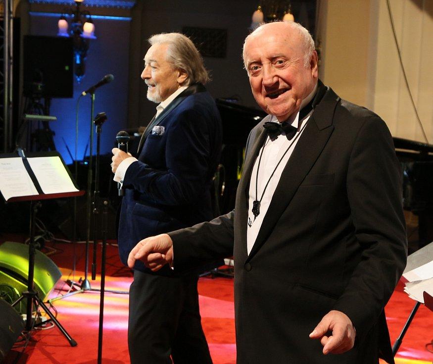 Felix Slováček (vpravo) a Karel Gott.