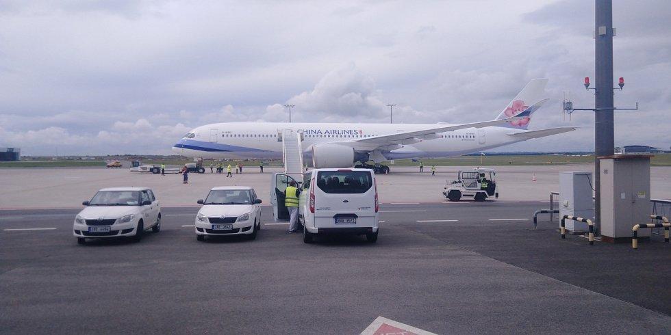 Letadlo tchajwanských aerolinií před odletem z Prahy