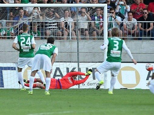 Ján Greguš neproměnil penaltu, která mohla poslat Jablonec proti Ajaxu do vedení.
