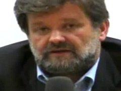 Video ukazuje soudce Jirsu, jak vystupuje na veřejné diskusi s bývalým šéfem elitních policistů Kubicem (na snímku)