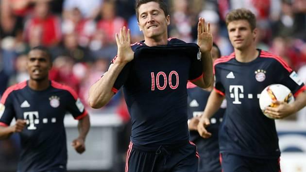 Rozjetý kanonýr Robert Lewandowski dvěma góly přispěl k vítězství Bayernu Mnichov nad Mohučí.