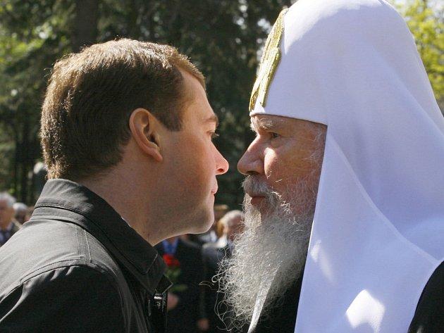 Nově zvolený ruský prezident Dmitrij Medveděv a patriarcha Alexij II. Ilustrační foto.