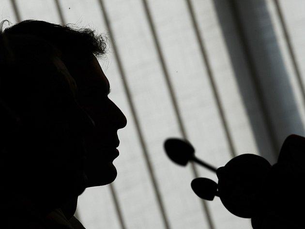 Patr Čech na tiskové konferenci.