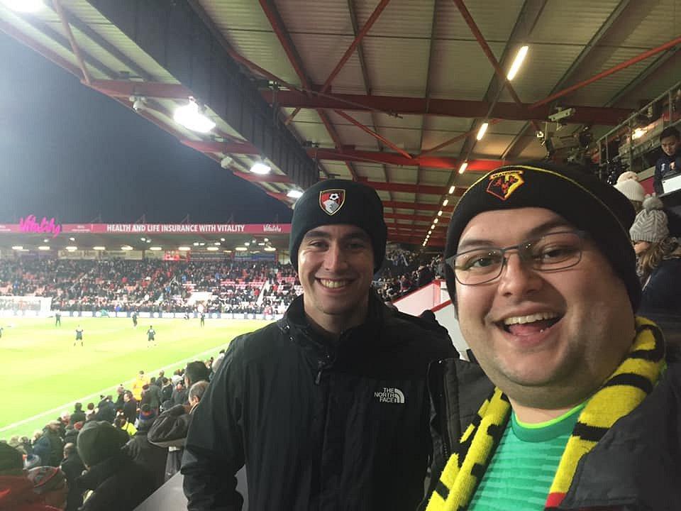 Nicholas Smith (vpravo), věrný fanoušek Watfordu a člen fanklubu anglické reprezentace.