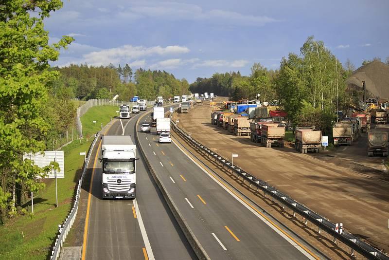 Letos skončí kompletní modernizace dálnice D1 mezi Prahou a Brnem. Na snímku je rozestavěný úsek u Speřic na Pelhřimovsku