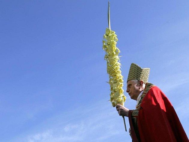 Chválou na adresu Australanů nešetřila hlava římskokatolické církve Benedikt XVI. první den oficiálního programu během své návštěvy Austrálie. Ta se stala teprve devátou zemí na světě, kterou jednaosmdesátiletý papež navštívil.