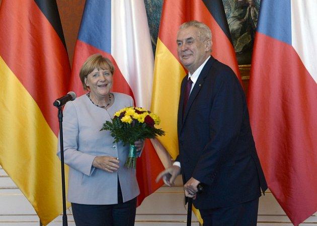 Prezident Miloš Zeman a německá kancléřka Angela Merkelová.