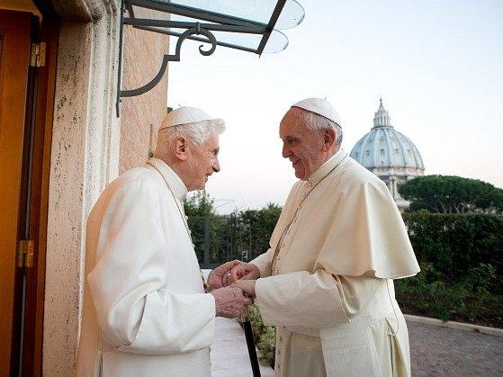 Papež František se před vánočními svátky setkal se svým předchůdcem.
